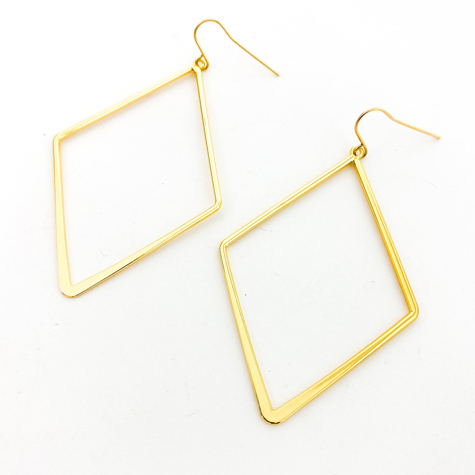 LARGE SMOOTH DIAMOND SHAPE EARRINGS | 14K GOLD-FILLED