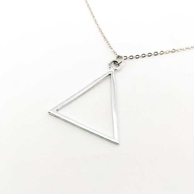 BRIGHT TRIANGLE NECKLACE | SILVER
