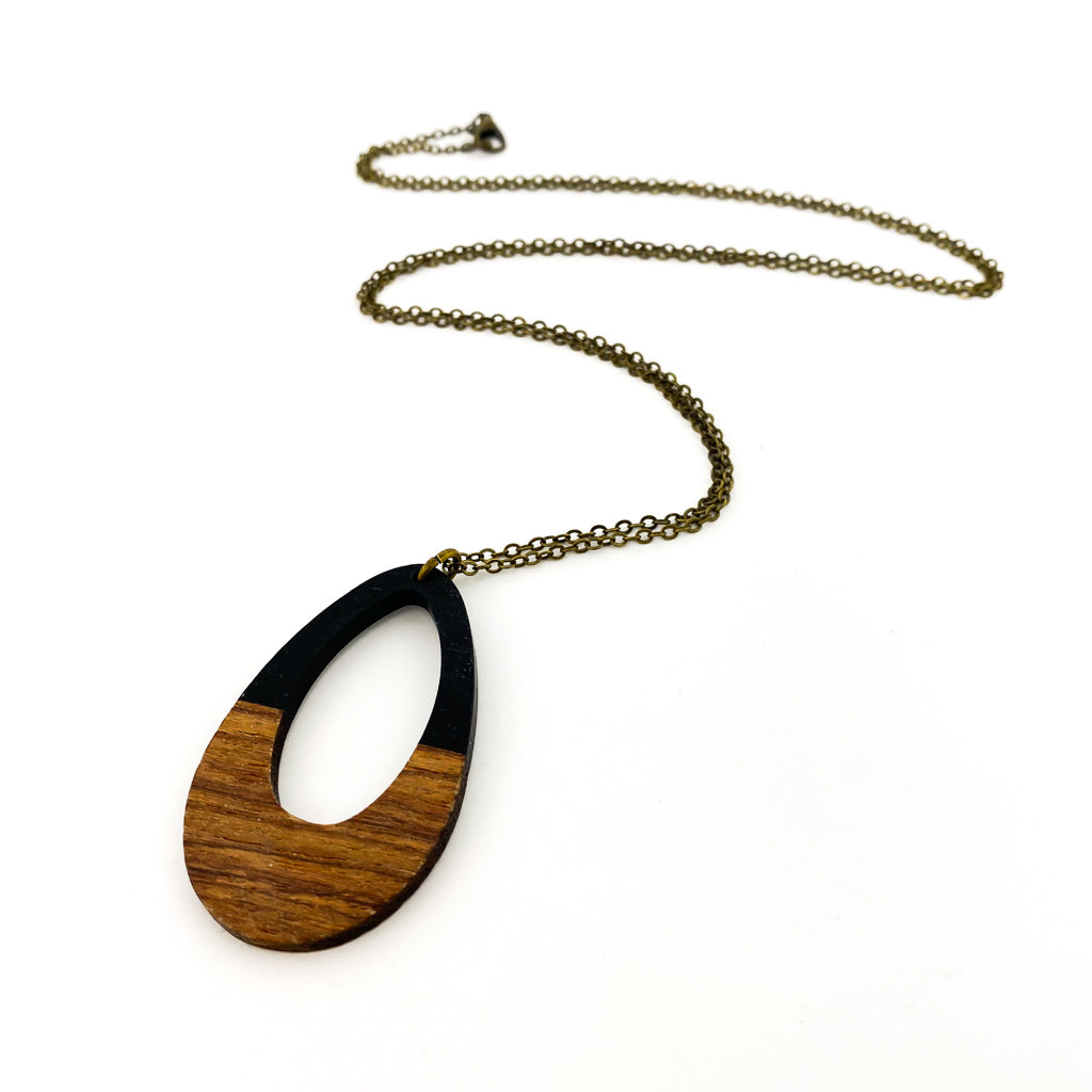 WOOD & RESIN DROP NECKLACE | BLACK