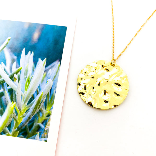 HAMMERED DISK NECKLACE | GOLD