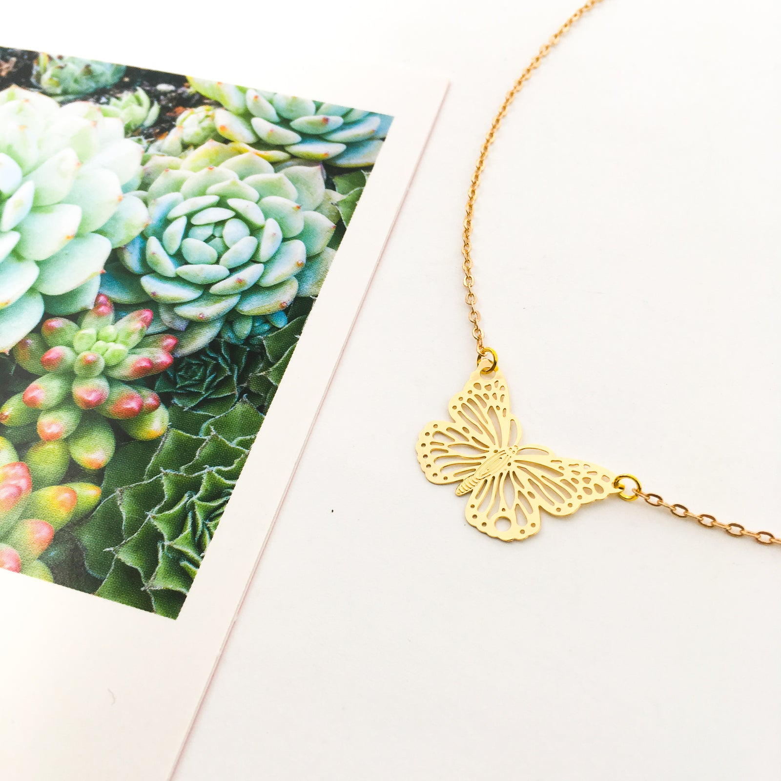 DAINTY BUTTERFLY NECKLACE | GOLD