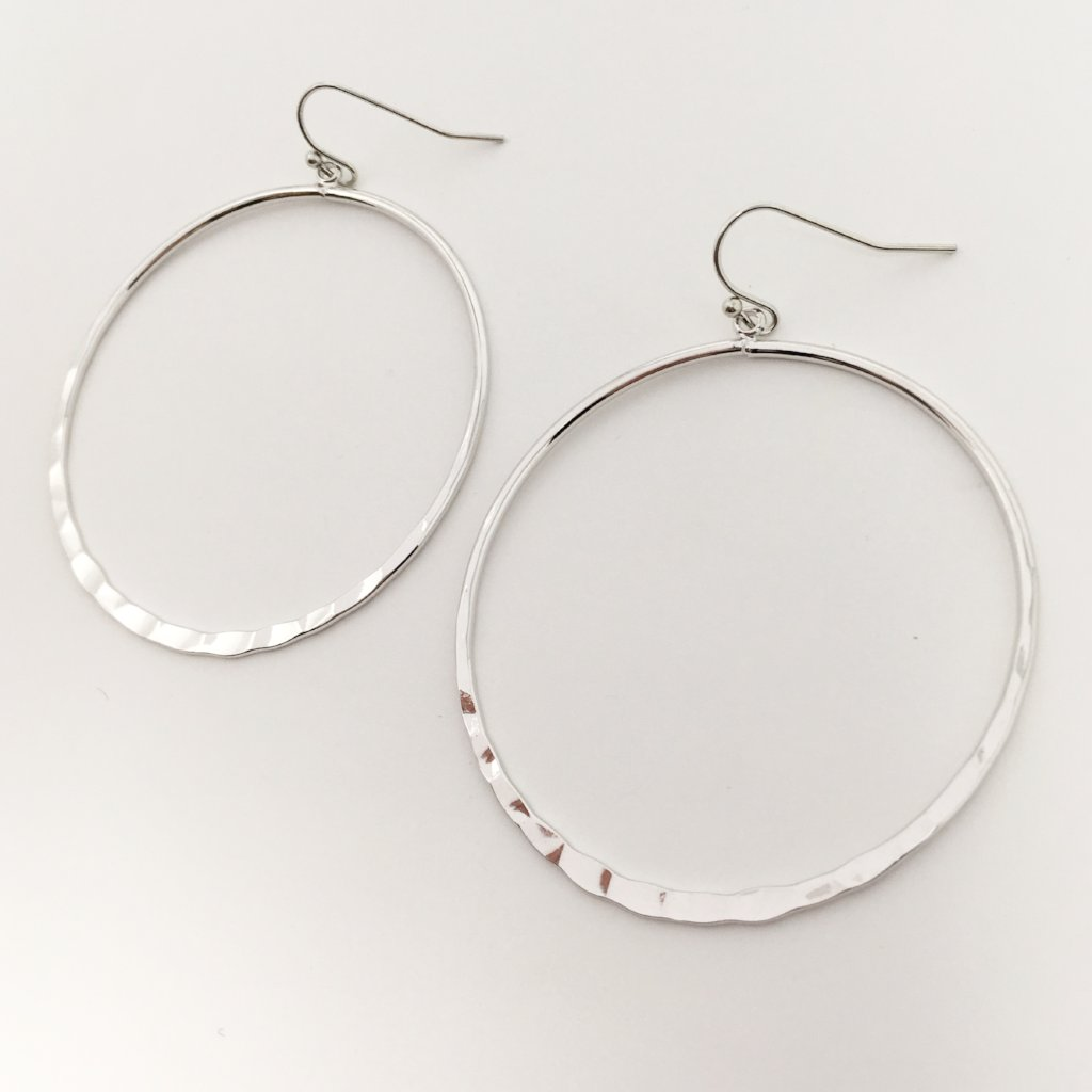HAMMERED HOOP EARRINGS | RHODIUM SILVER