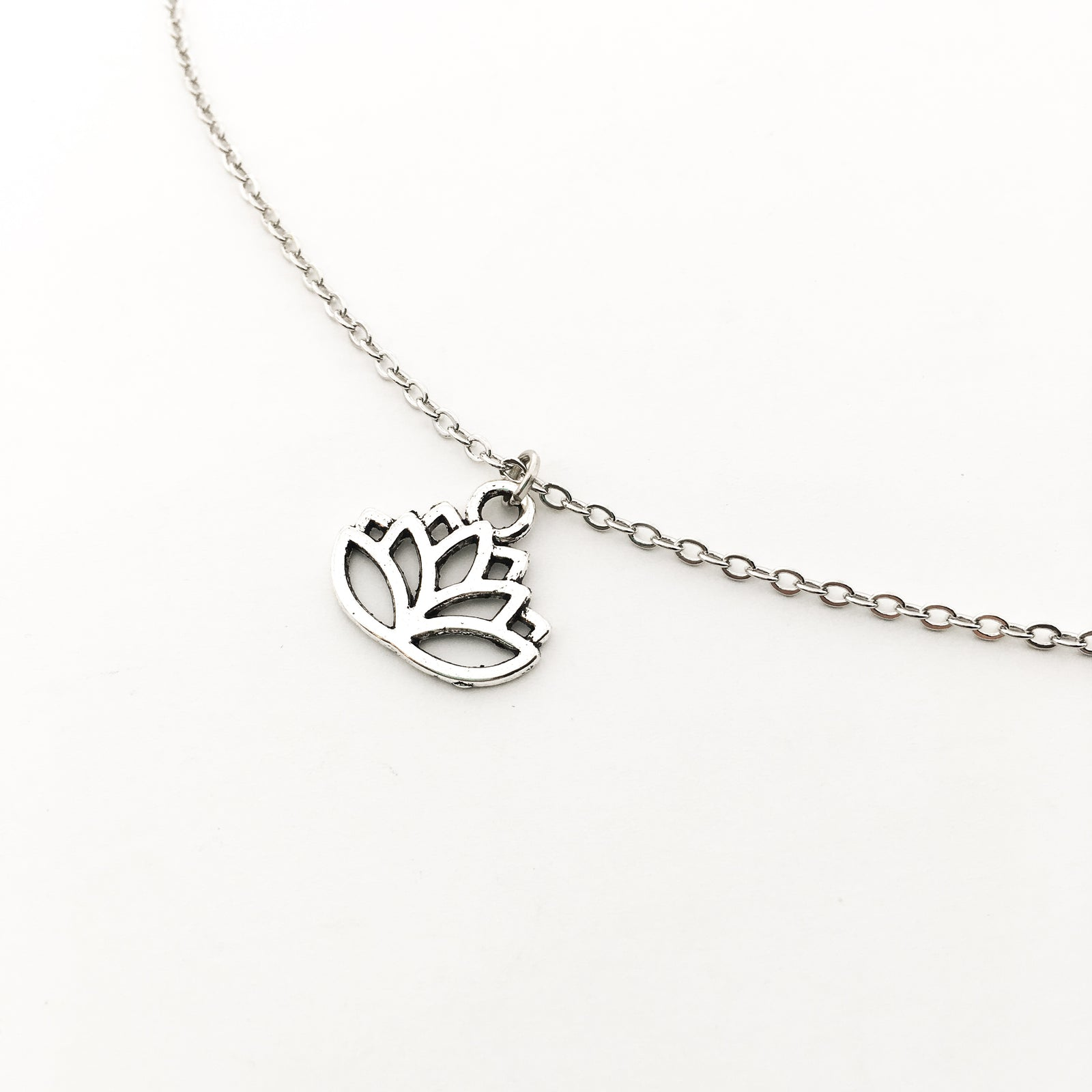 SMALL LOTUS FLOWER NECKLACE | SILVER