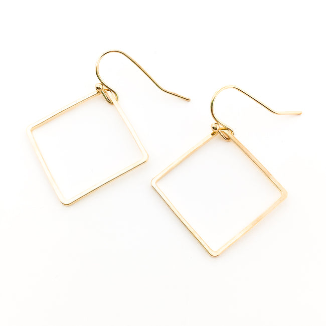 GOLD DIAMOND SHAPE EARRINGS
