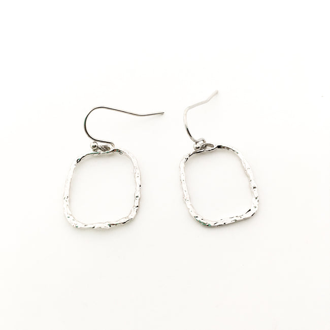 TWISTED HAMMERED SQUARE EARRINGS | SILVER