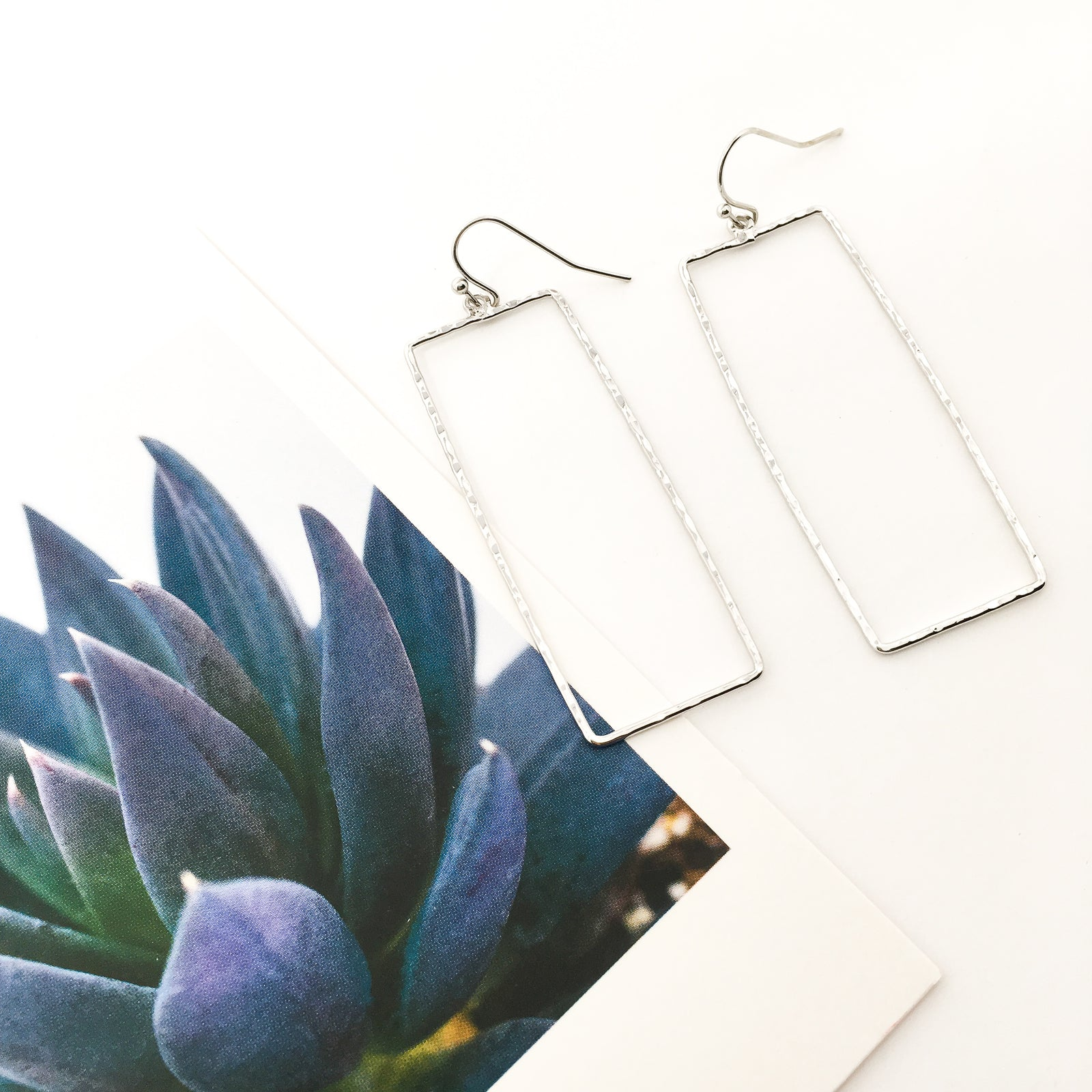 TWISTED HAMMERED RECTANGLE EARRINGS | RHODIUM PLATED