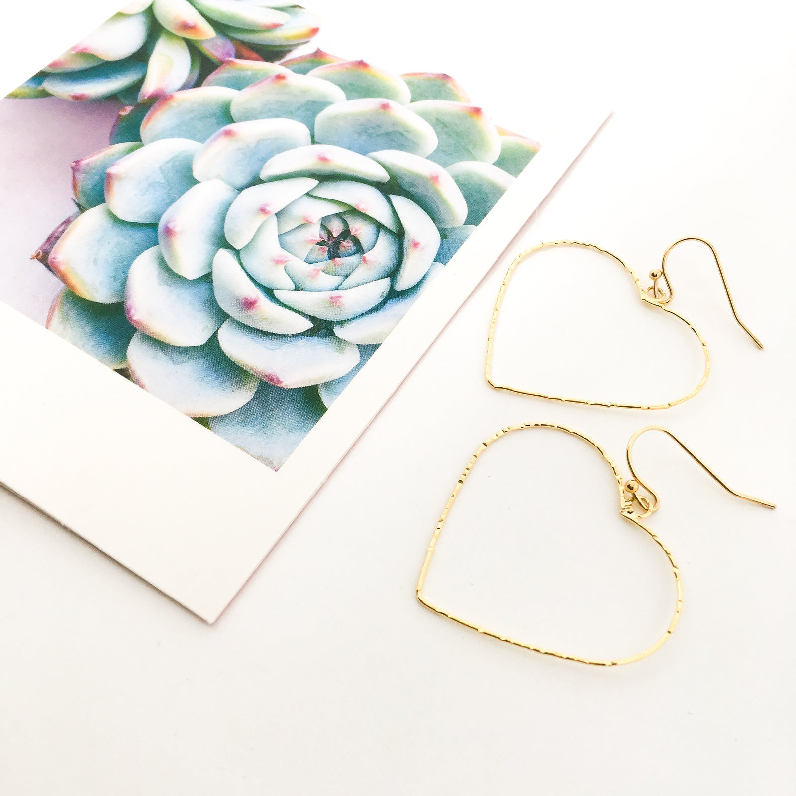 TWISTED LARGE HEART EARRINGS | GOLD