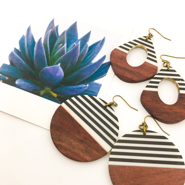 STRIPED WOOD & RESIN EARRINGS | STYLE OPTIONS