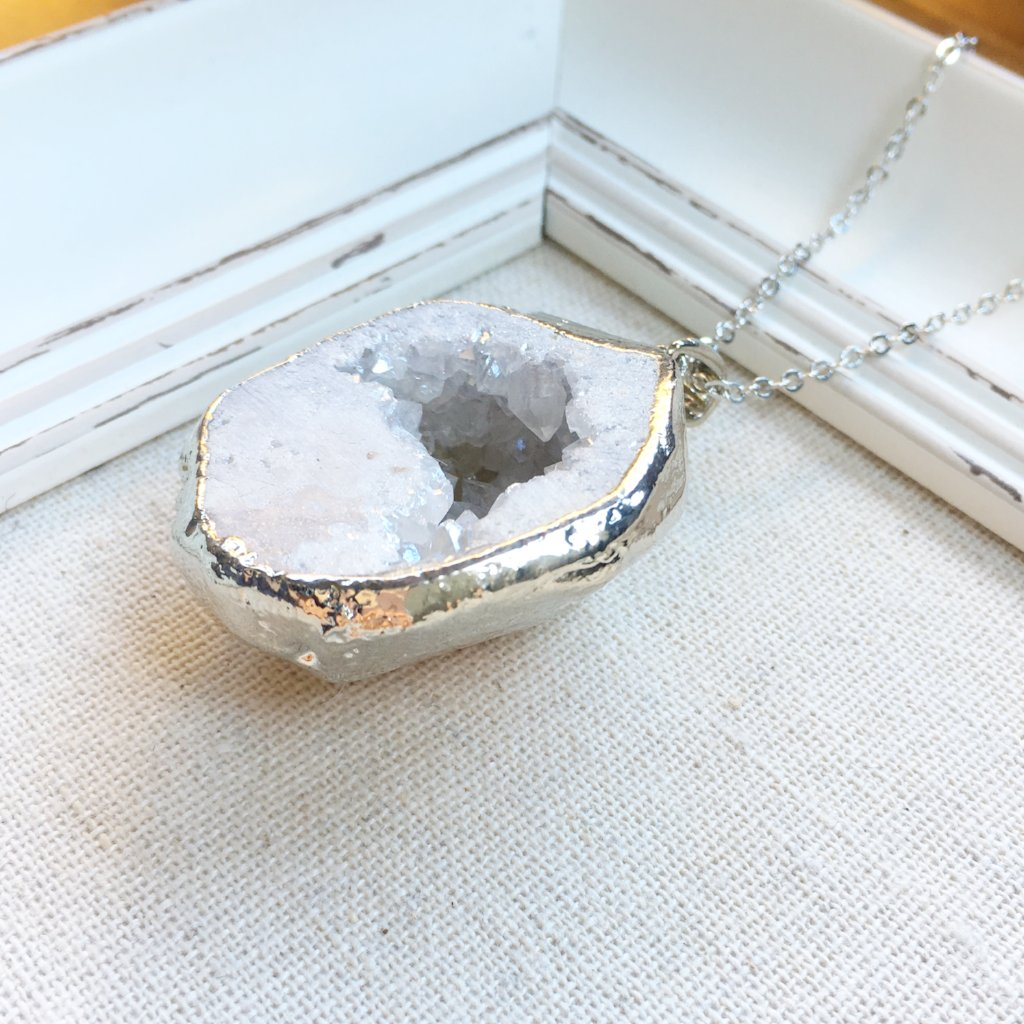 "CRYSTAL CAVE NECKLACE | SNOW | SILVER 30"" CHAIN"