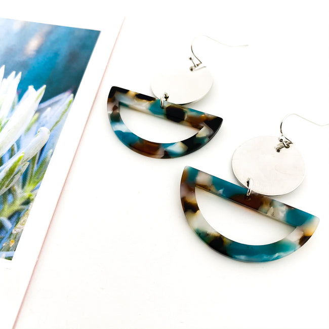 CIRCLE & RESIN SEMI-CIRCLE EARRINGS | SILVER | OCEAN TORTOISE SHELL