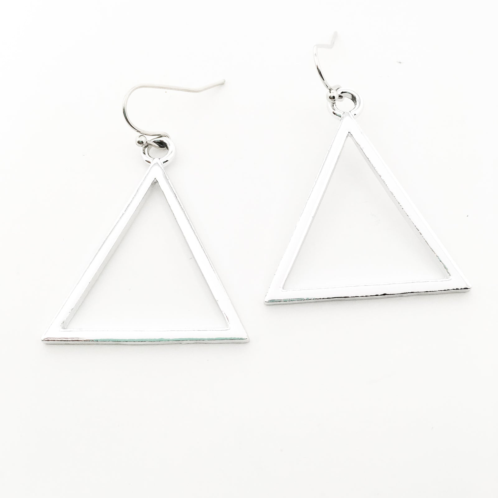 BRIGHT TRIANGLE EARRINGS | SILVER