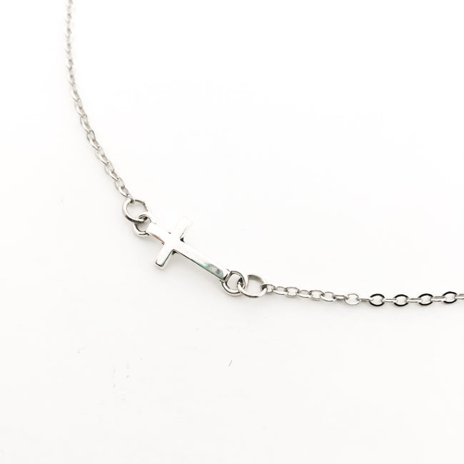 HELD CROSS NECKLACE | SILVER