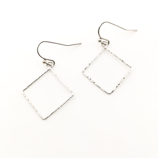 TWISTED HAMMERED MINI DIAMOND EARRINGS | SILVER