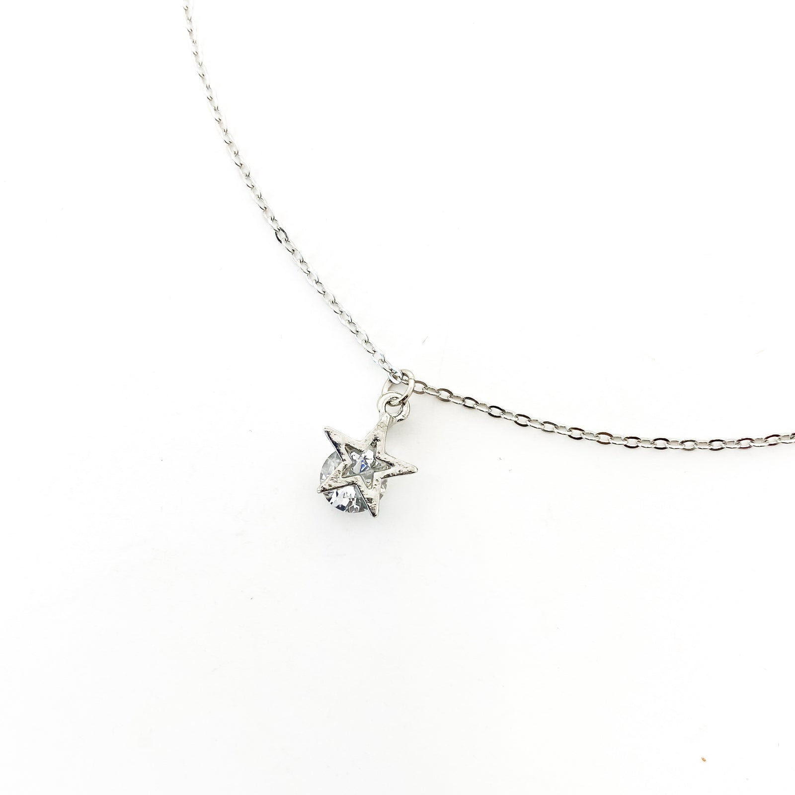 HANGING CRYSTAL SMALL STAR NECKLACE | SILVER
