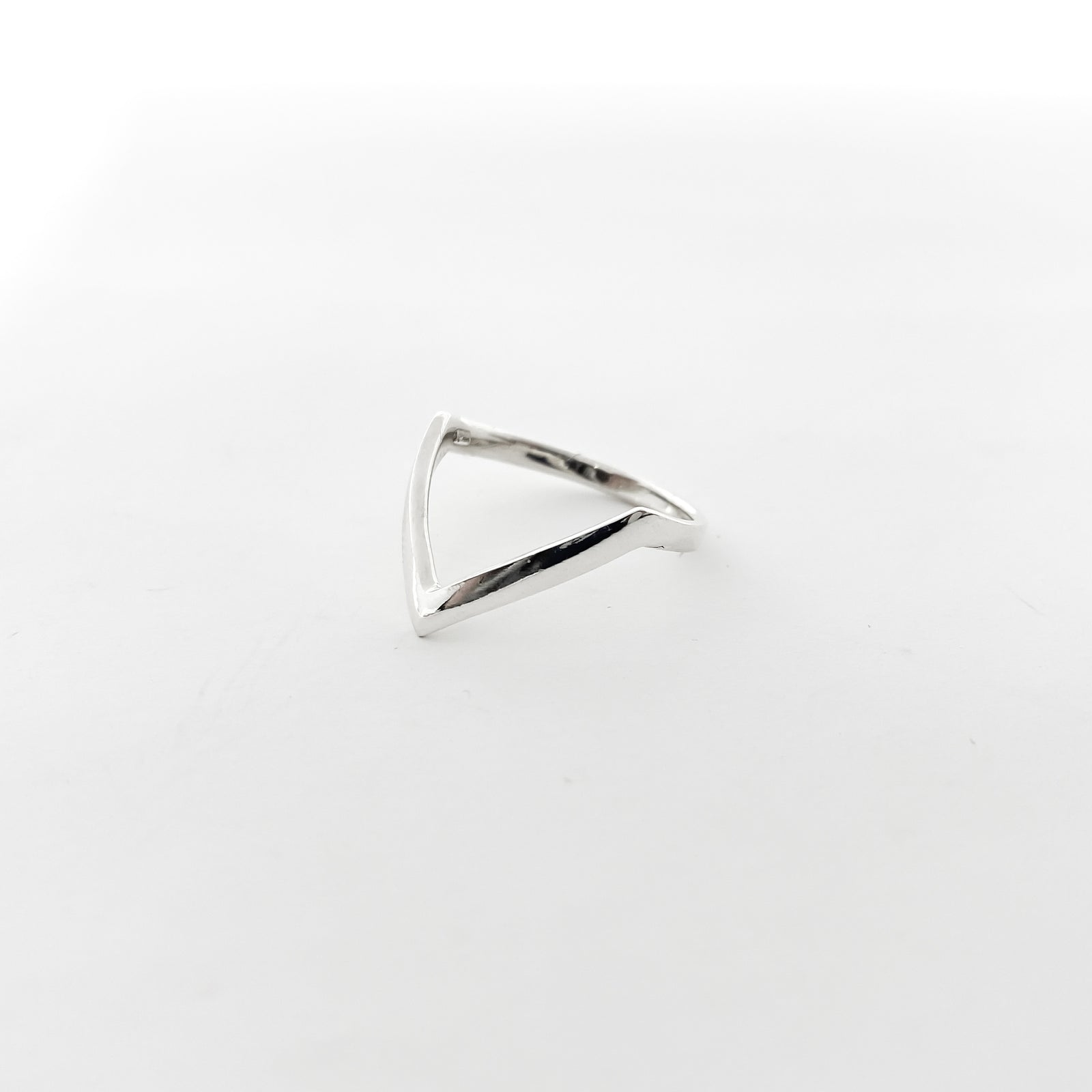 LARGE V-SHAPE STERLING SILVER RING | STERLING SILVER