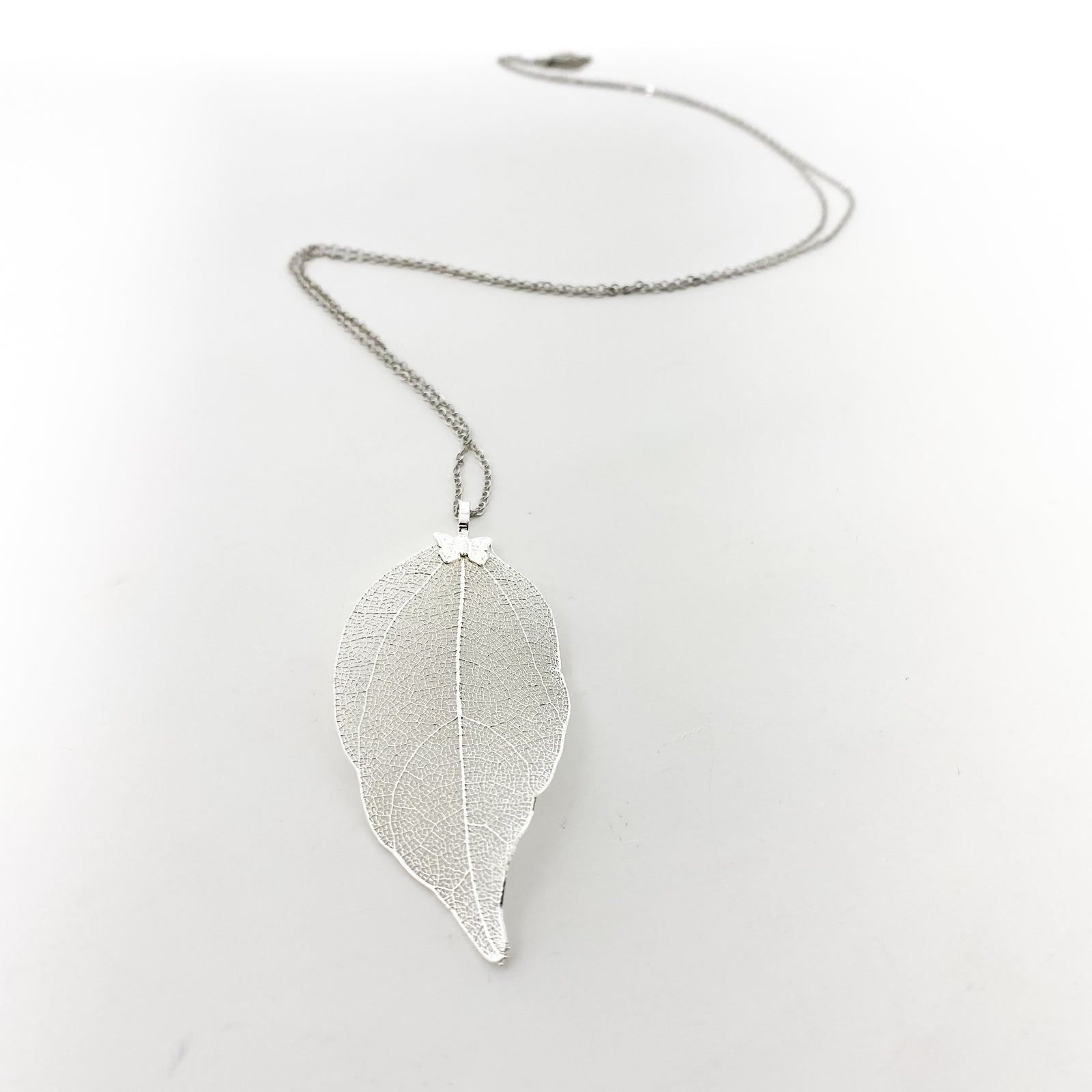 DAINTY SILVER LEAF NECKLACE