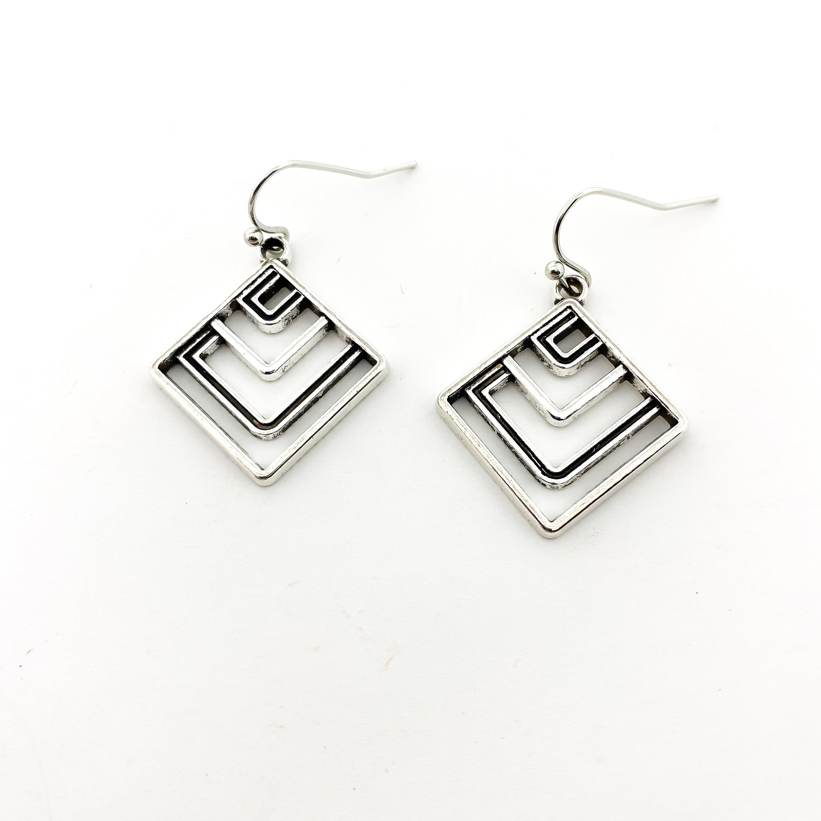 PATTERN DIAMOND SHAPE EARRINGS | SILVER