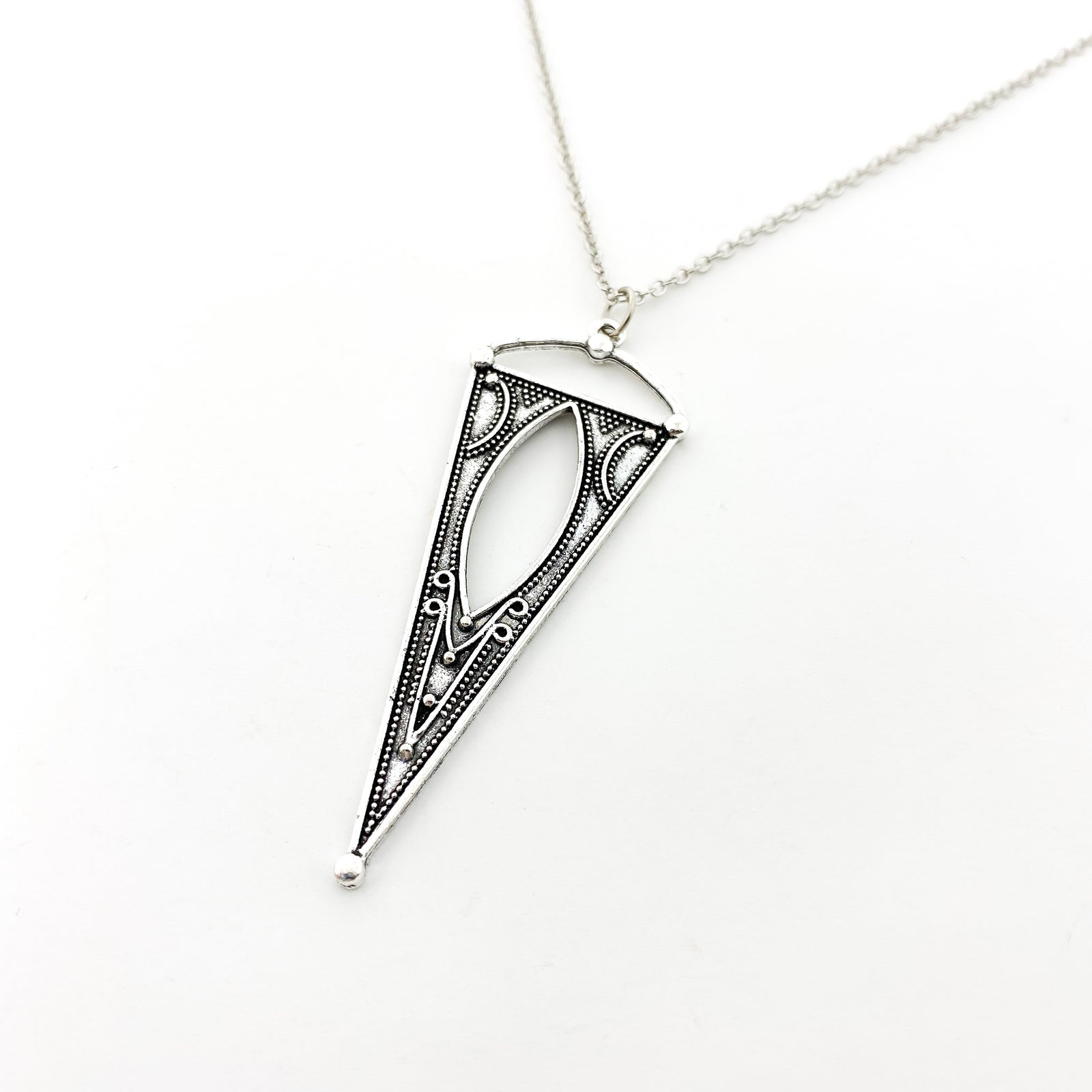 PATTERNED LARGE INVERTED TRIANGLE NECKLACE | SILVER