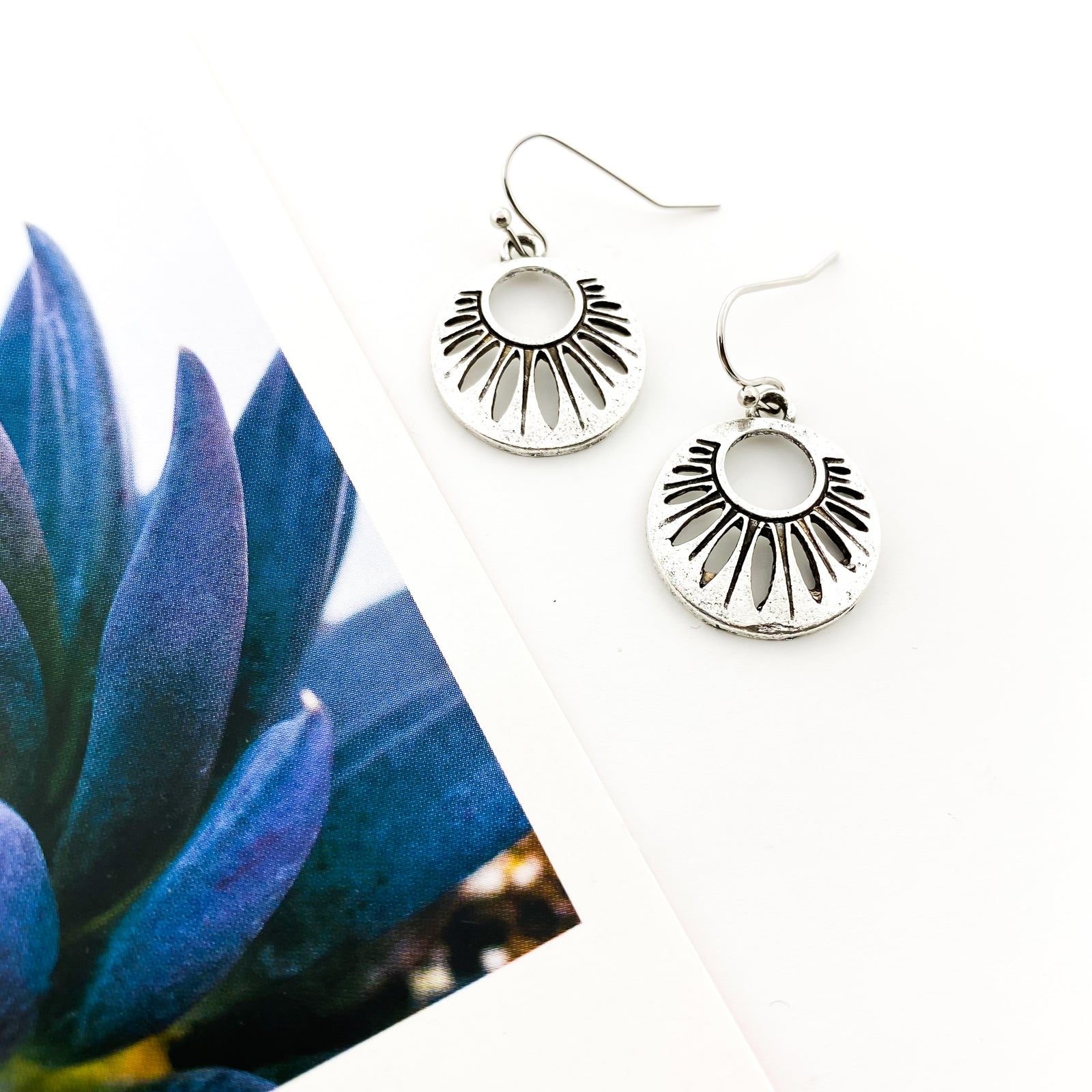MINI LOOPING HOOP EARRINGS | SILVER
