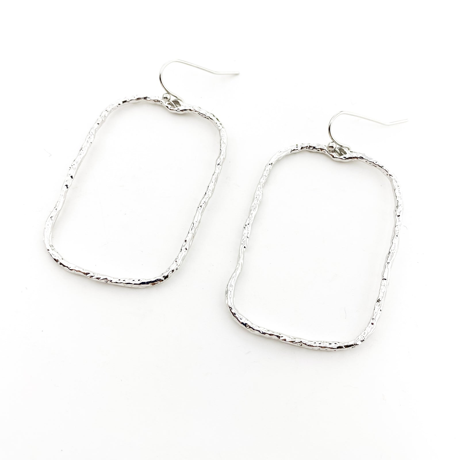 TWISTED HAMMERED WIDE RECTANGLE EARRINGS | RHODIUM SILVER
