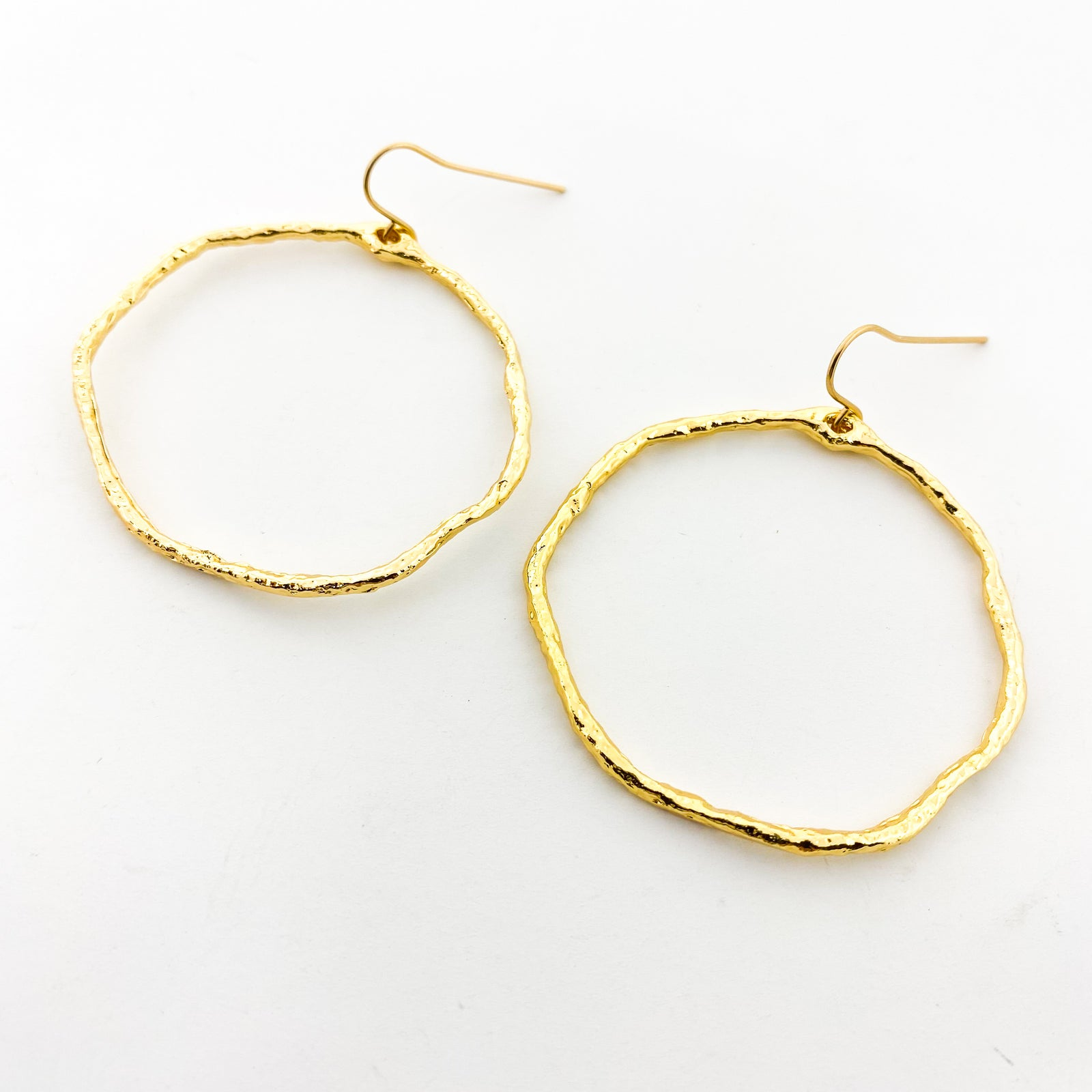 LARGE TWISTED HAMMERED HOOP EARRINGS | 14K GOLD-FILLED