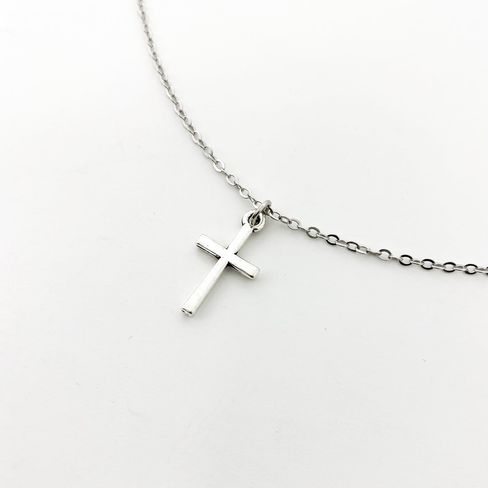 CROSS NECKLACE | SILVER