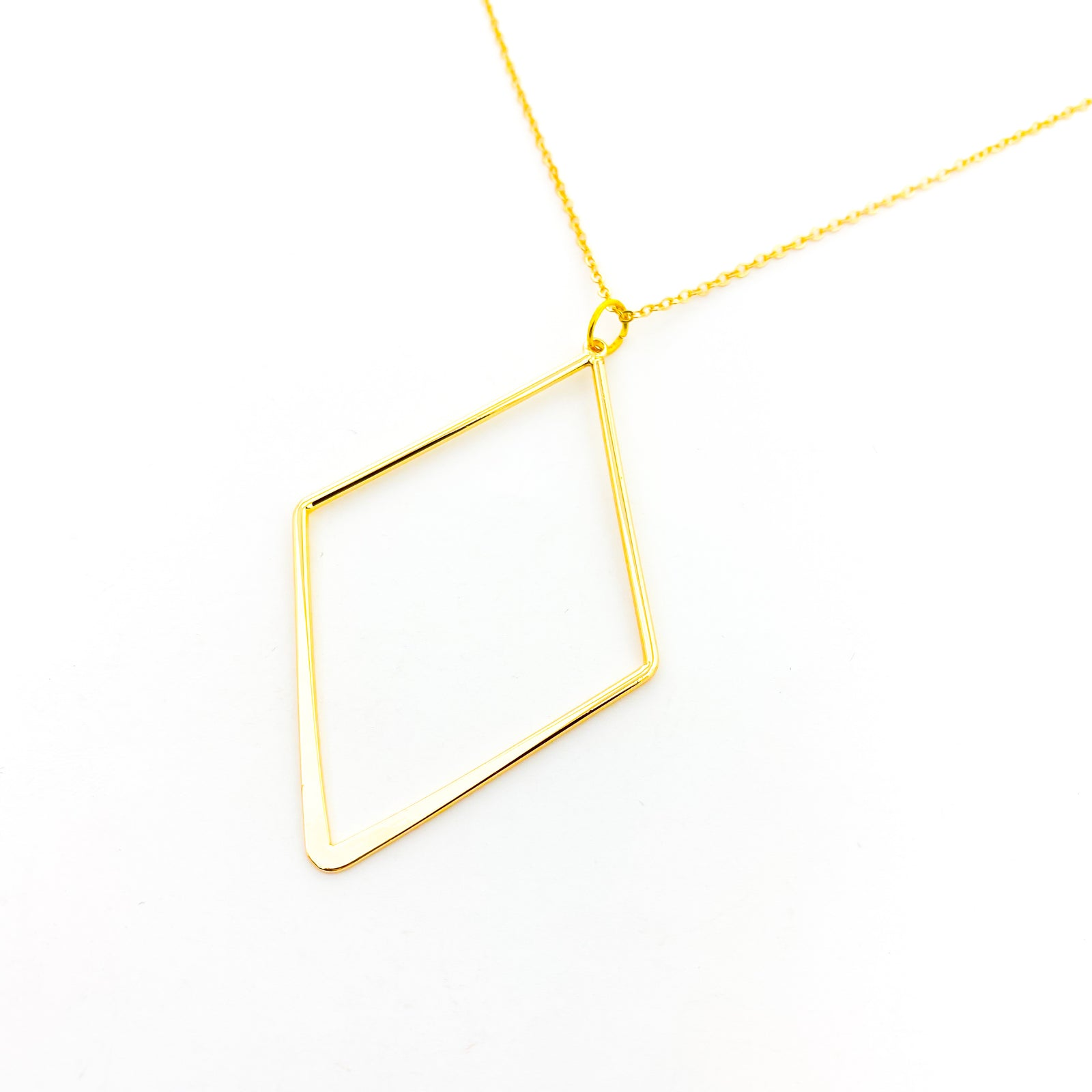LARGE SMOOTH DIAMOND SHAPE NECKLACE | 18K GOLD-PLATED PENDANT