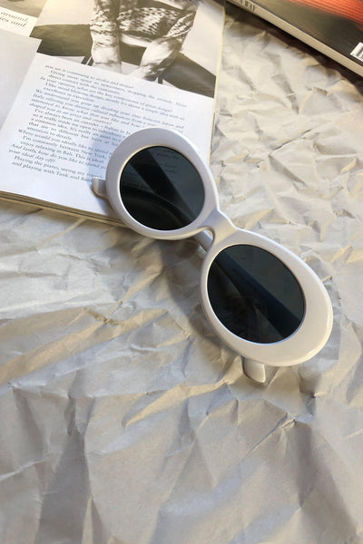 ACCESSORIES - Clueless Sunglasses - White/Black