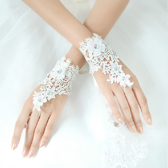 Short Bridal Wedding Fingers Gloves with Lace and Diamonds