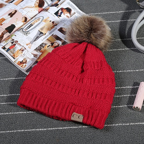 New Unisex CC Trendy Hats Winter Knitted Fur Poms Beanie Label Fedora Luxury Cable Slouchy Skull Caps Fashion Leisure Beanie Outdoor Hats