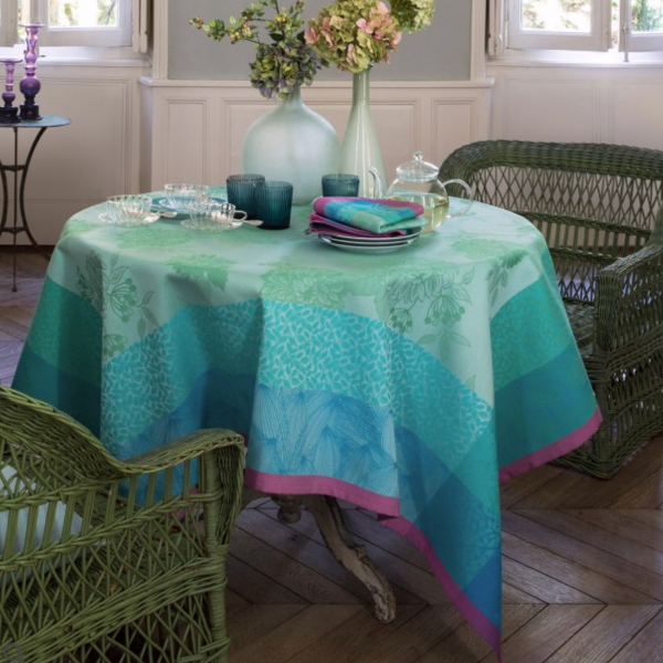 Parfums de Bagatelle Hydrangea Table Linens