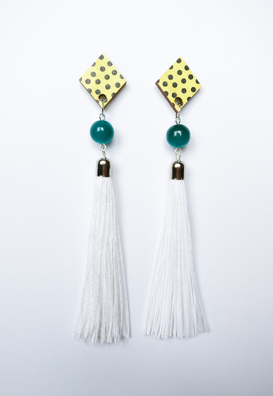 Muoto Earrings White
