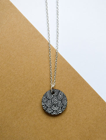Laine Necklace Black