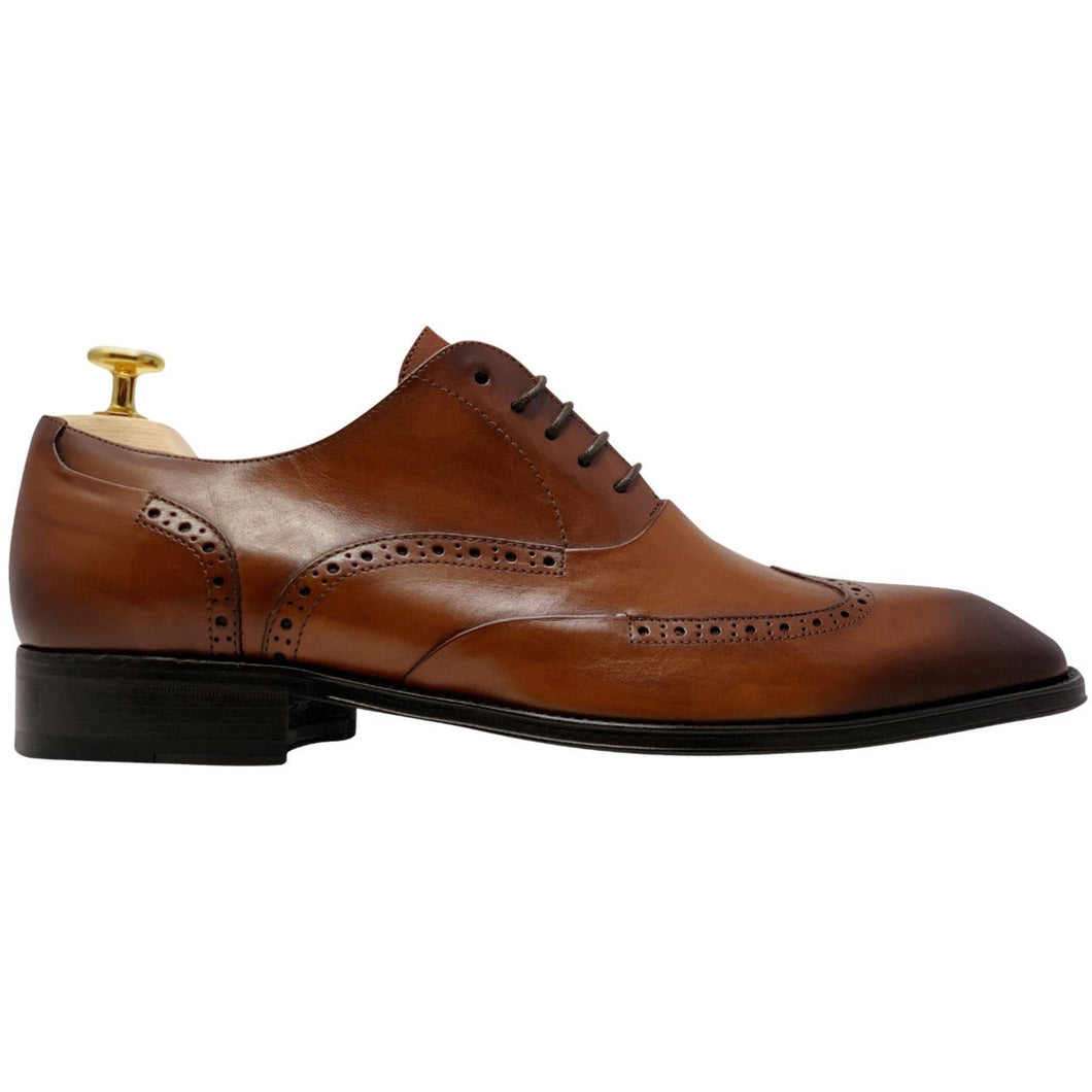 Mens brown leather shoes, wing tip brogue design, no medallion
