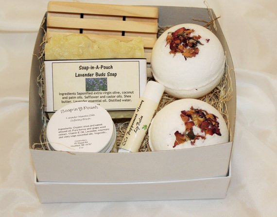 Lavender Buds and Bath Bomb Gift Set