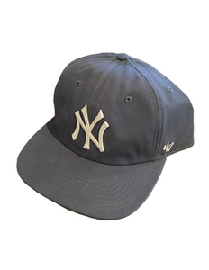 New York Yankees Sure Shot Captains Hat Grey