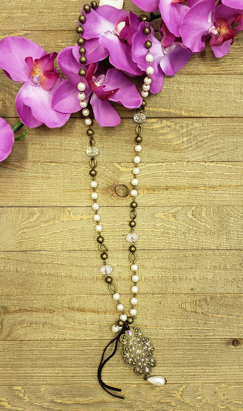 Gold embellished pearly necklace by Pink panache