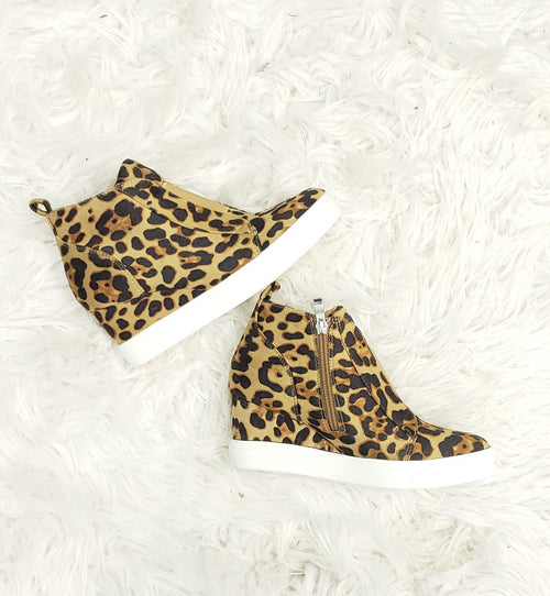 5c1e1c895510 Shoes - FOOTWEAR Boots and More SHOP at The Sister's Boutique