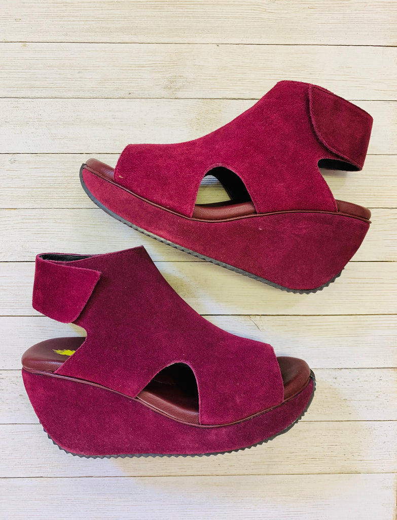 Berry Welch Peep Toe wedges by Very Volatile