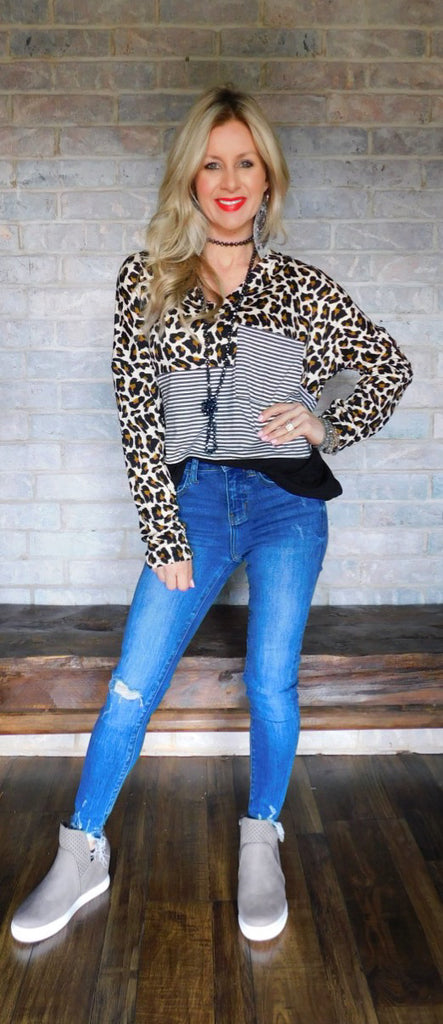Wild dreams & casual days Leopard striped v-neck blouse