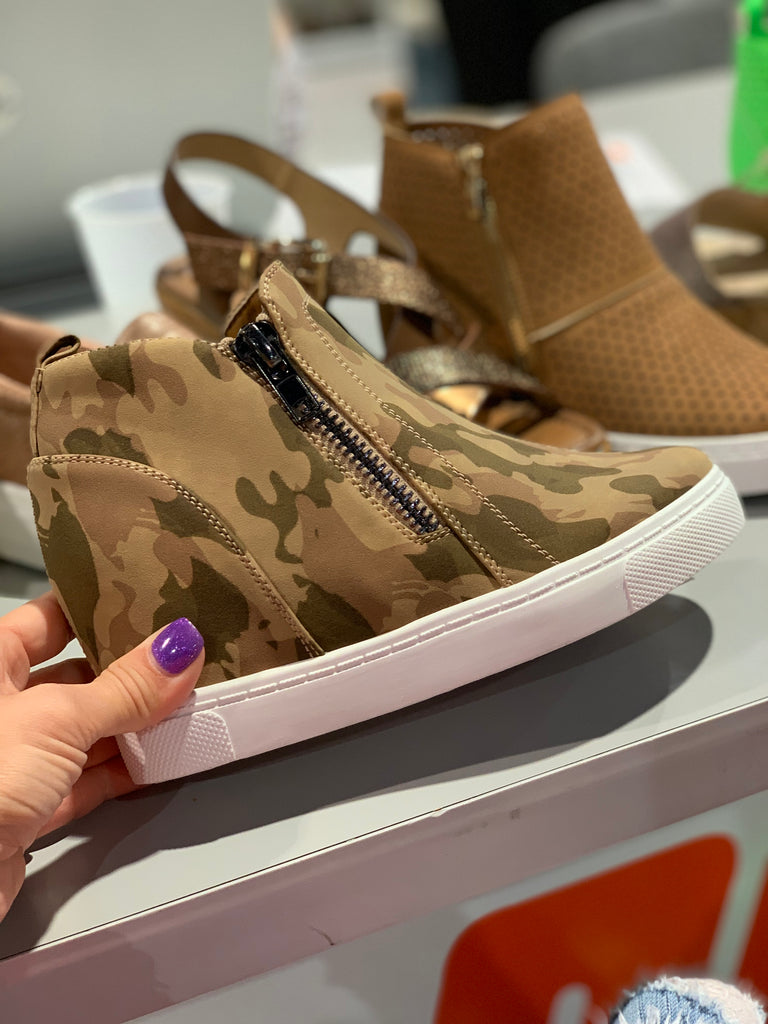Camo vibe wedge tennis shoe