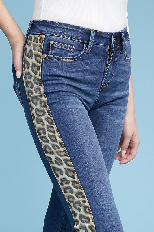 Gettin groovy Judy Blue skinnies with Leopard stripe