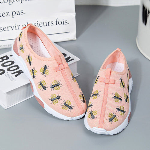 SUOJIALUN Women Flat Fashion Bee Embroider Casual Shoes Round Toe Slip-on Flats Breathable Mesh Women Shoes