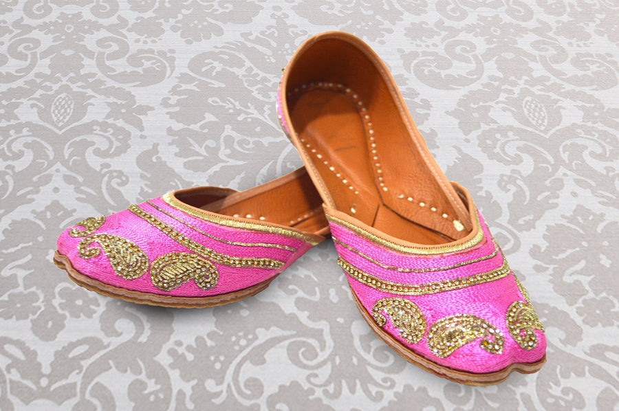 Intricately Designed Festive Light Pink Jutti for Women