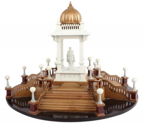 WOOD STATUE OF CHAMARAJENDRA CIRCLE SHOWPIECE