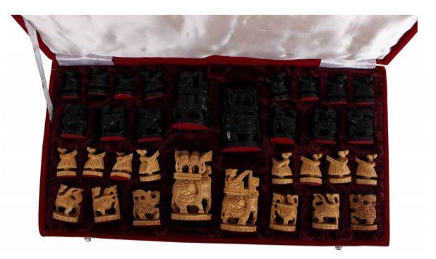 GENERIC PAINTED CHESS BOARD WITH CHESS PIECES