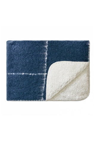 Sherpa blanket - midnight blue with cream grid pattern
