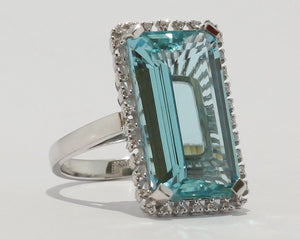 18ct White gold Octagon cut Aquamarine & Diamond Cluster Ring