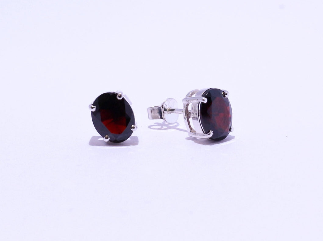925 Garnet 9x7mm Oval 4-claw set Stud Earrings