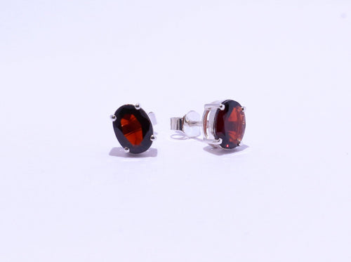 925 Garnet 8x6mm Oval 4-claw set Stud Earrings